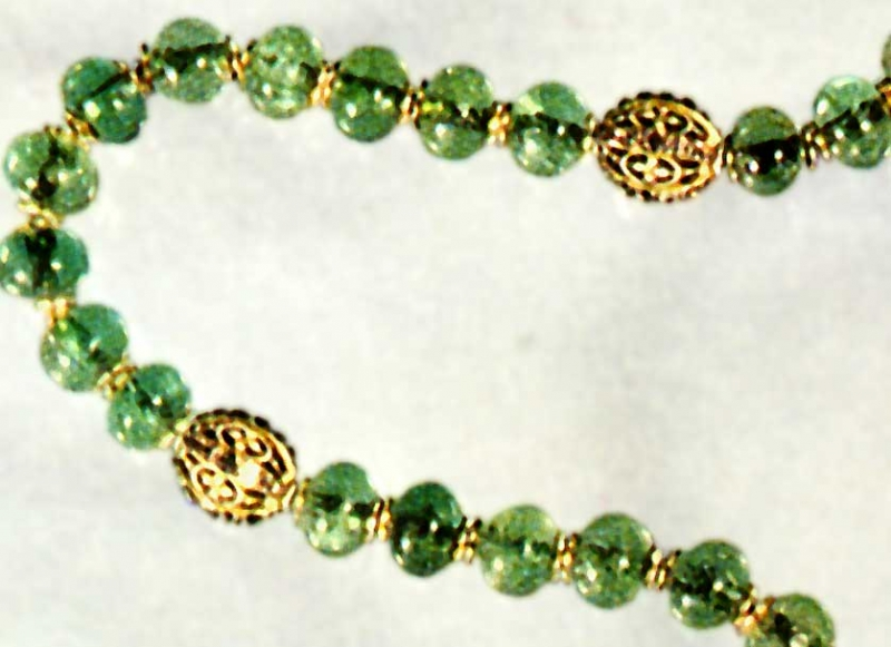Gold gauds on the Residenz rosary made of emeralds